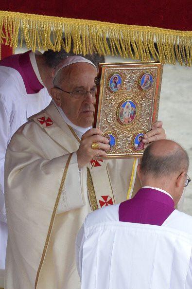 Juan XXIII y Juan Pablo II fueron inscritos en el libro de santos de la...