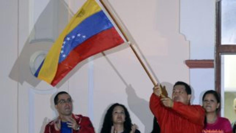 Luego de que se anunciara el triunfo de Hugo Chávez, diversas personalid...
