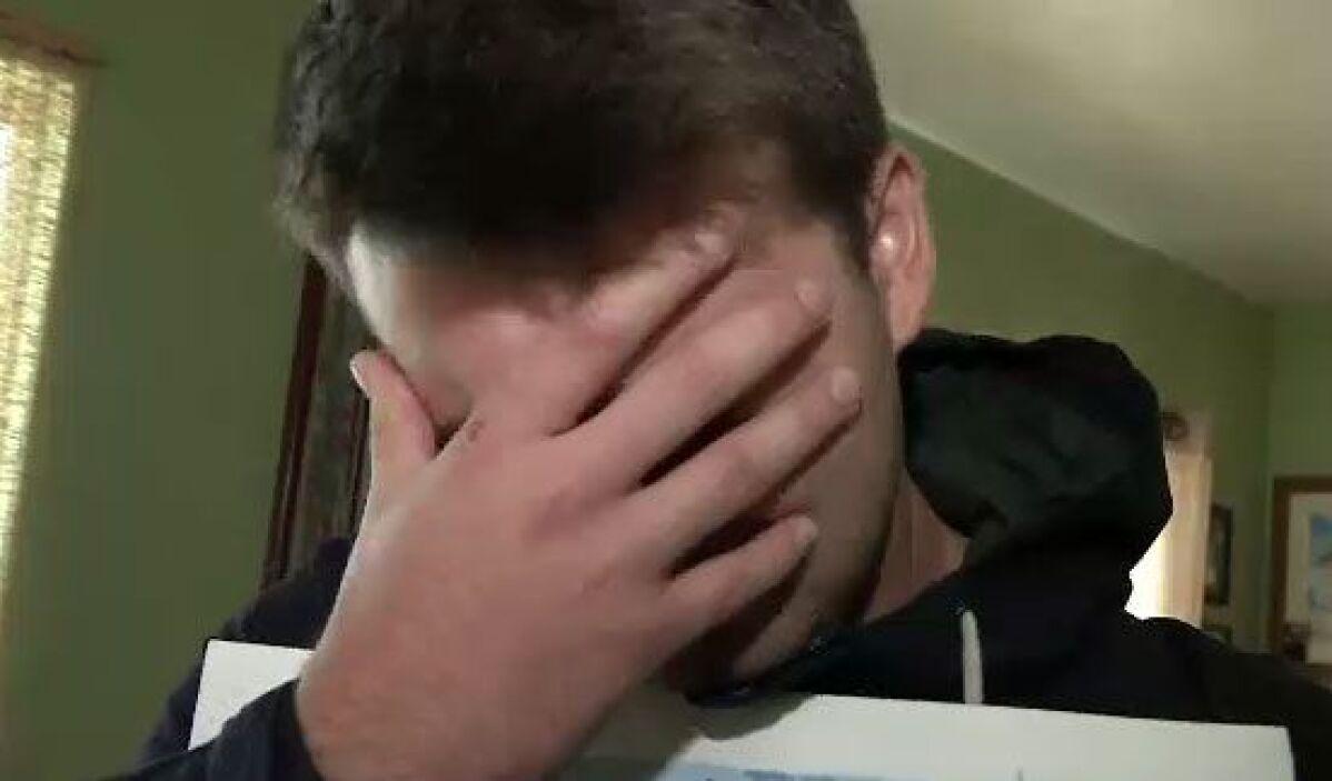 Entre lágrimas, no pueden creer que algo malo le haya sucedido a su amig...