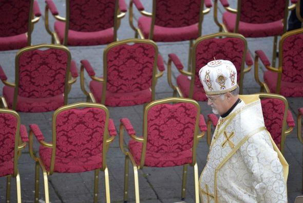 Otros miembros del clero estuvieron muy apurados este domingo con la can...
