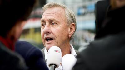 El ex futbolista y entrenador holandés criticó la designación del Balón...