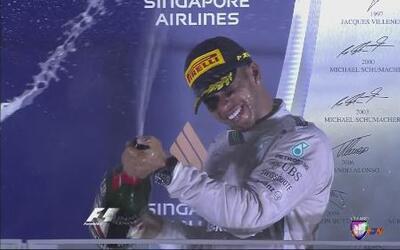 Lewis Hamilton ganó GP de Singapur, 'Checo' se coló al séptimo