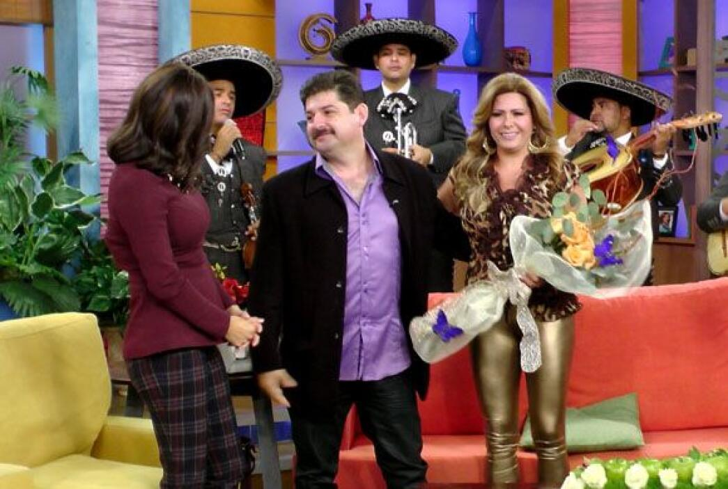 Karla Martínez celebró el bello gesto de amor de este hombre enamorado.