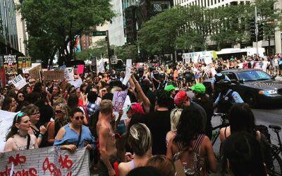 Cientos de personas en Chicago participaron en una marcha contra la viol...