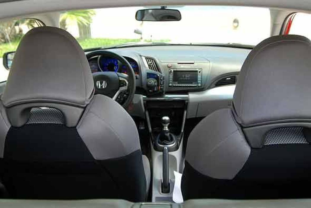 Este coupe tiene capacidad solo para dos pasajeros en las butacas delant...