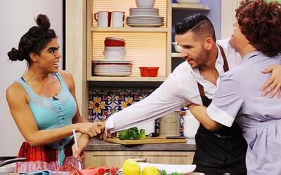 Mela y Doña Meche se disputaron el amor del Chef Jesús en la cocina