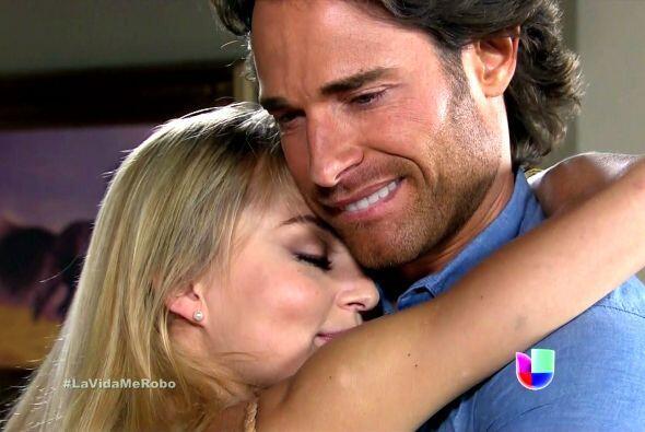 """Angelique y Sebastián Rulli protagonizan """"Lo Que La Vida Me Robó""""."""