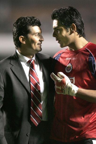 Obtuvo el título de Liga con Guadalajara al vencer a Toluca en el...