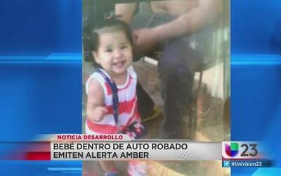 Buscan a bebé hispana robada dentro de auto