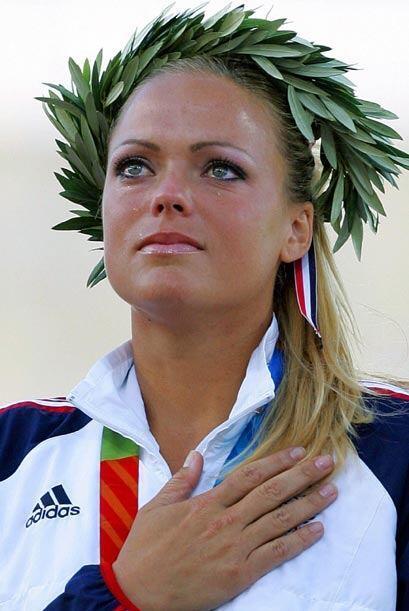 En la capital griega, las lágrimas llegaron a su rostro al ganar la meda...