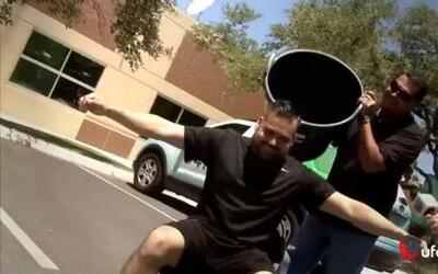 Robbie Rob does the Ice Bucket Challenge