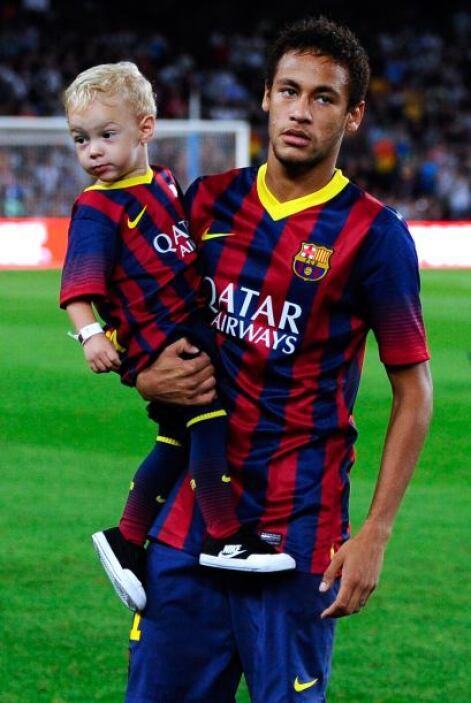 Pero 'Ney' también disfrutó la compañía de su pequeño hijo.