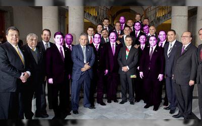 Gobernadores que acompañaron a Enrique Peña Nieto en su toma de protesta...
