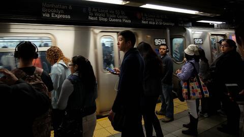 El uso del metro de Nueva York cayó en un 0.3% entre 2015 y 2016,...