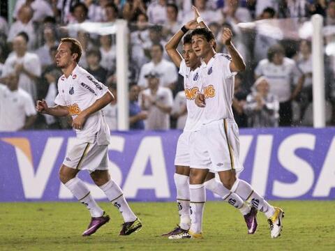 Santos de Brasil derrotó 1 - 0 al América con gol de la ju...