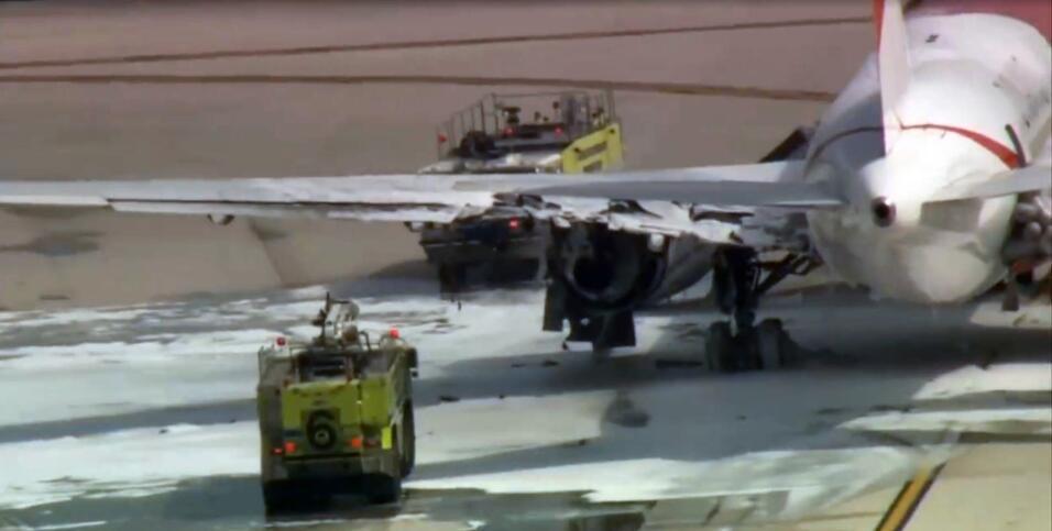 Avión se incendia en aeropuerto de Ft. Lauderdale.