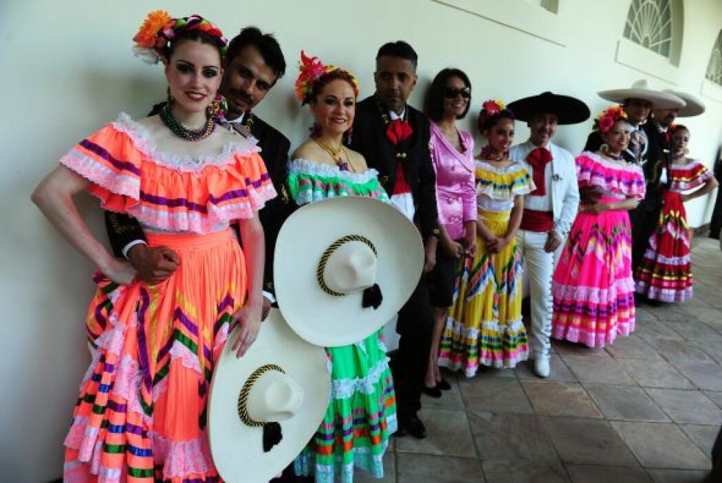 Para las chicas, el look de bailarina tradicional es uno de los más popu...
