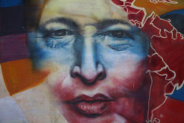 A un año de su muerte , la imagen de Chávez sigue apareciendo en los edi...