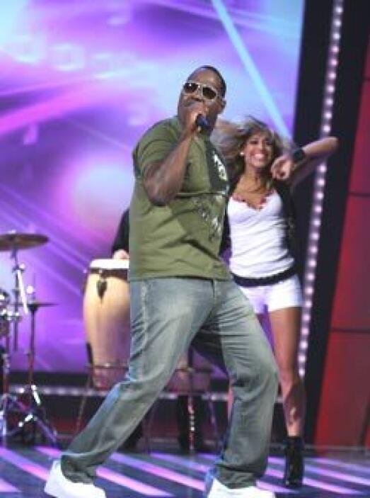 El cantante contó con la colaboración de Los Súper Reyes.