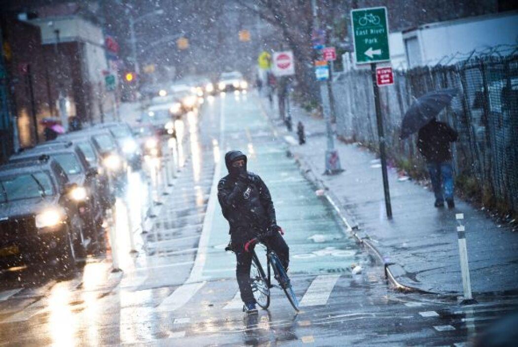 Una poderosa tormenta invernal arrojó nieve en el noreste de Estados Uni...