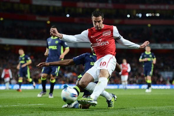 Arsenal se lanzó al frente en busca de un gol que los metiera al juego.