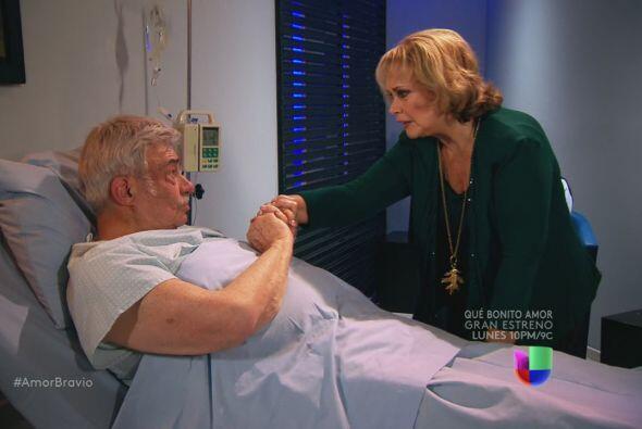 Cayetano le dice a Rocío que han cometido muchos errores, pero a&...