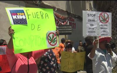 Protestas en contra de los dispensarios de marihuana en Compton