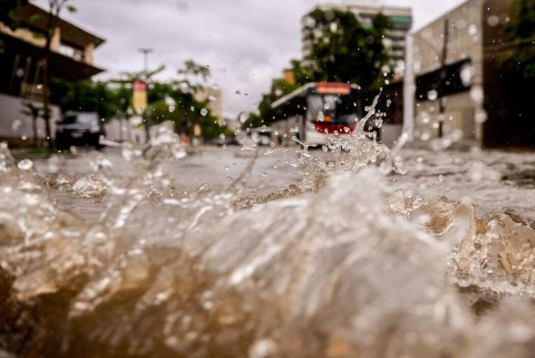 El pasado fin de semana 16 personas murieron por las precipitaciones en...