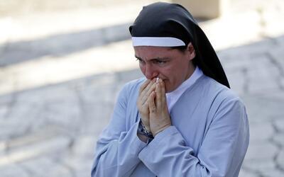 Un día después del potente terremoto en Italia, la religiosa Marjana Lle...