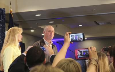 Greg Gianforte se disculpa con el reportero al que agredió