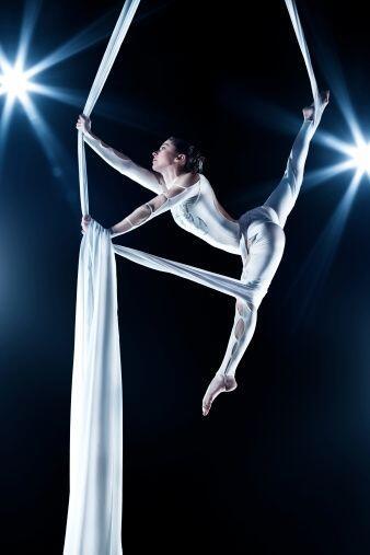 Entre los tantos beneficios que te aporta la danza aérea se encue...