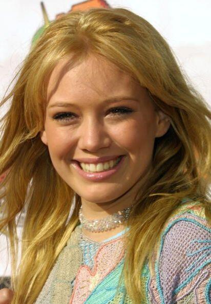 Los famosos dientes horrendos que caracterizaban a la joven Hilary Duff...