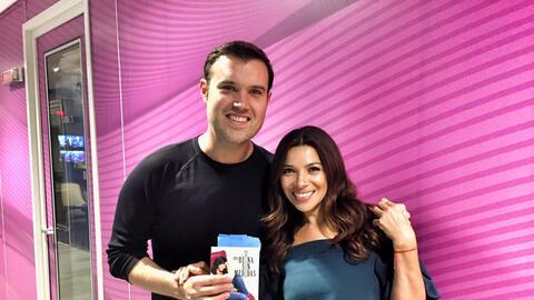 Paula Arcila con Alberto Sardiñas durante la entrevista para el podcast...