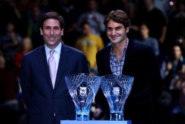Roger Federer también se distingue por ser un gran ser humano por...