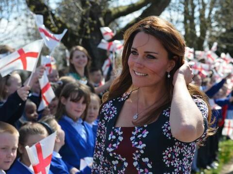Estar embarazada no ha impedido a Kate Middleton enfundarse en los mejor...