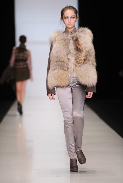 No puedes disfrutar de la moda invernal sin un buen chaleco de piel. Pue...