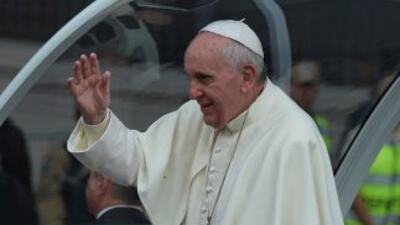 El papa Francisco denunció que mientras los fabricantes de armas celebra...