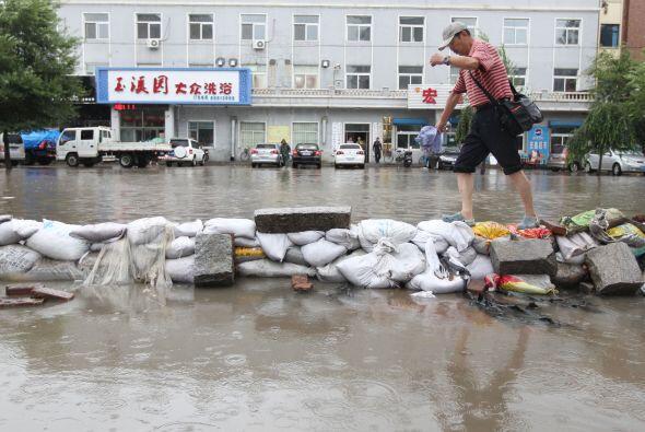 Los gobiernos locales están llevando a cabo las operaciones de rescate y...