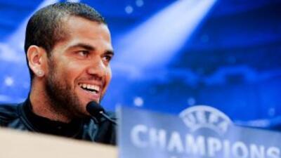 Alves sigue insistiendo en que son altas las opciones de que deje al con...