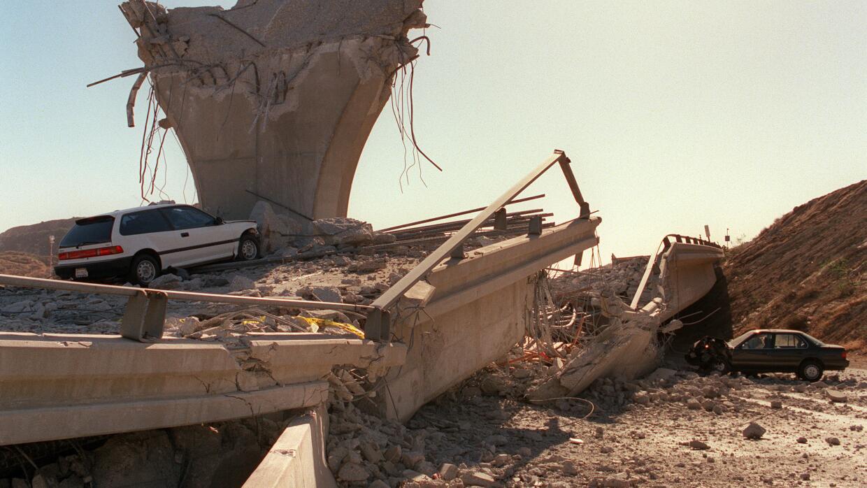 Autopista 5 en Sylmar tras el sismo de Northridge en 1994