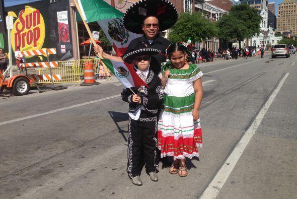 Por supuesto que no podían faltar los trajes tradicionales mexica...