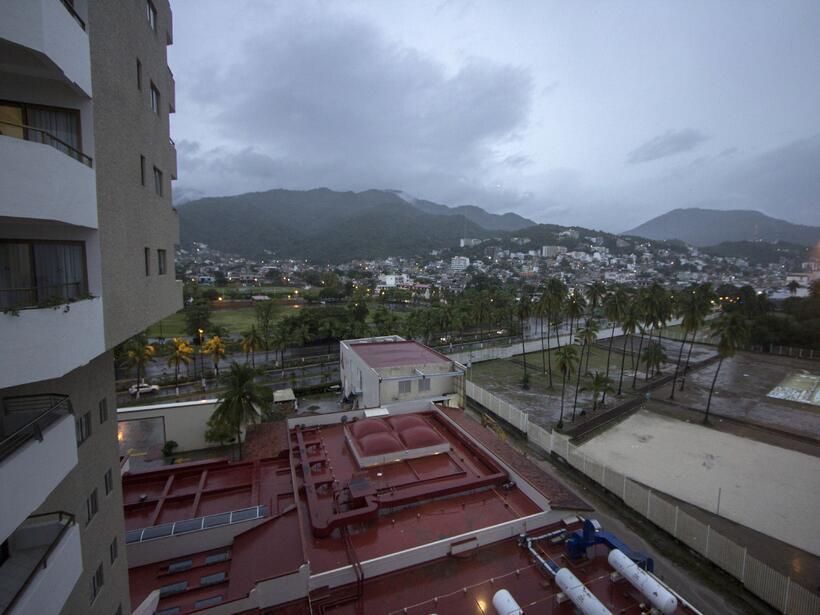Puerto Vallarta recibe al potente huracán Patricia GettyImages-493983478...