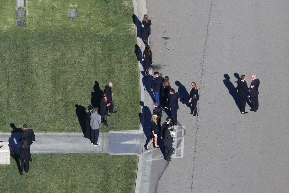 Después del funeral, alrededor de 200 personas se dieron cita en un estu...