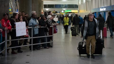 Un equipo de abogados brinda apoyo a viajeros que han sufrido detencione...