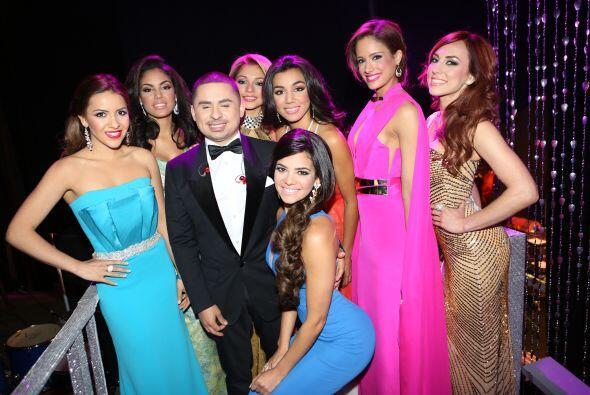 Larry Hernández estuvo tras bambalinas con estas bellezas y en ve...