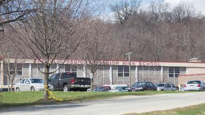 Terror a puñalada limpia en una escuela secundaria