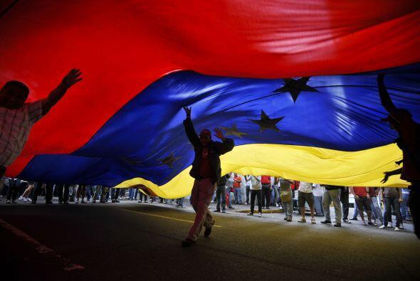 En la celebración se pudo observar una gran bandera de Venezuela.