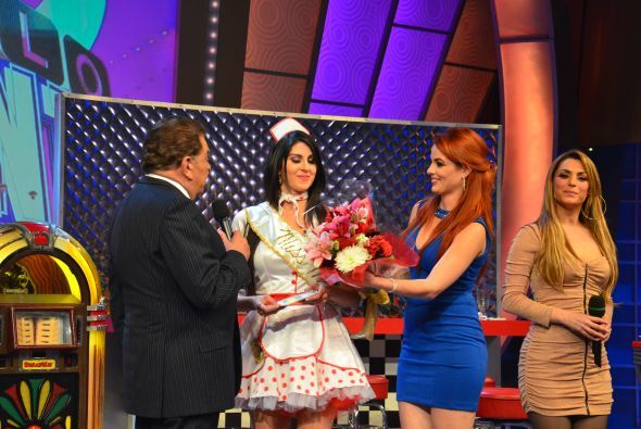 Joely se fue con flores y un premio de 3000 mil dólares.