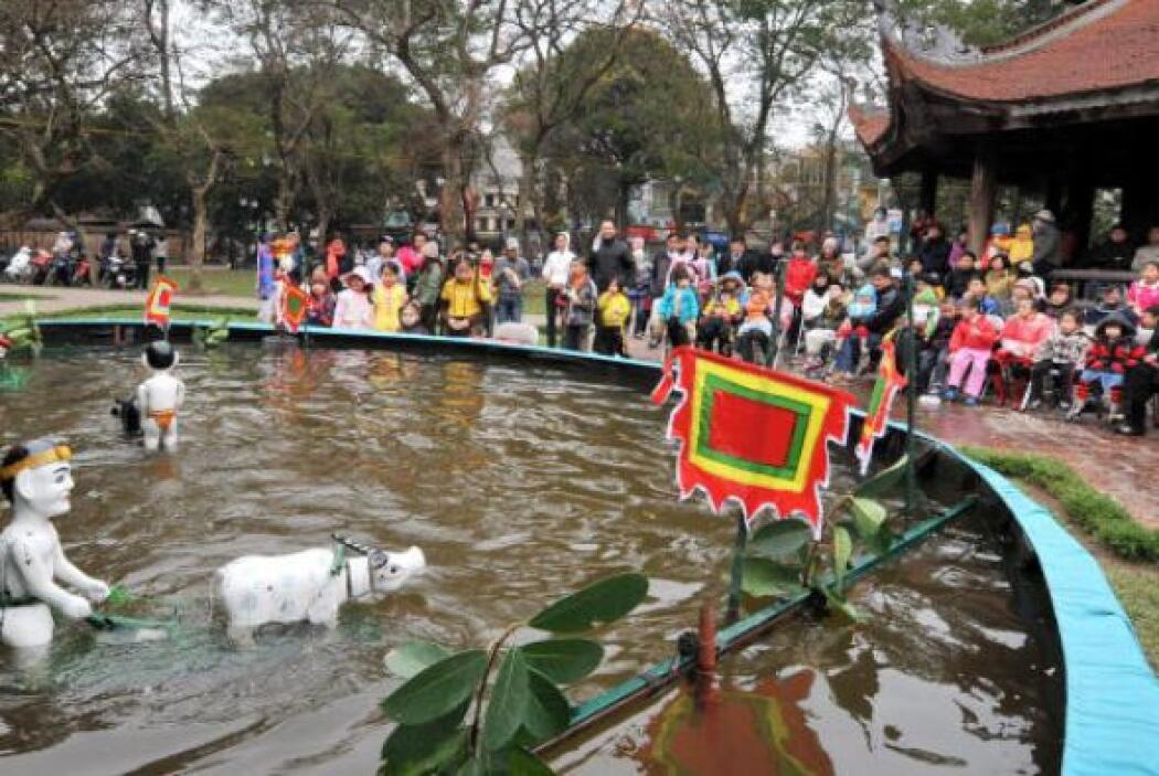 Hanoi, Vietnam.  Dos personas podrían gastar por noche en esta encantado...
