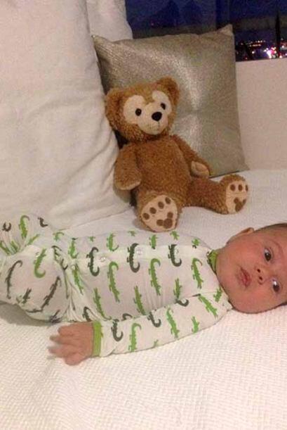 Baby Bruce dando la bienvenida al mes de octubre, enfundado en su pijama...